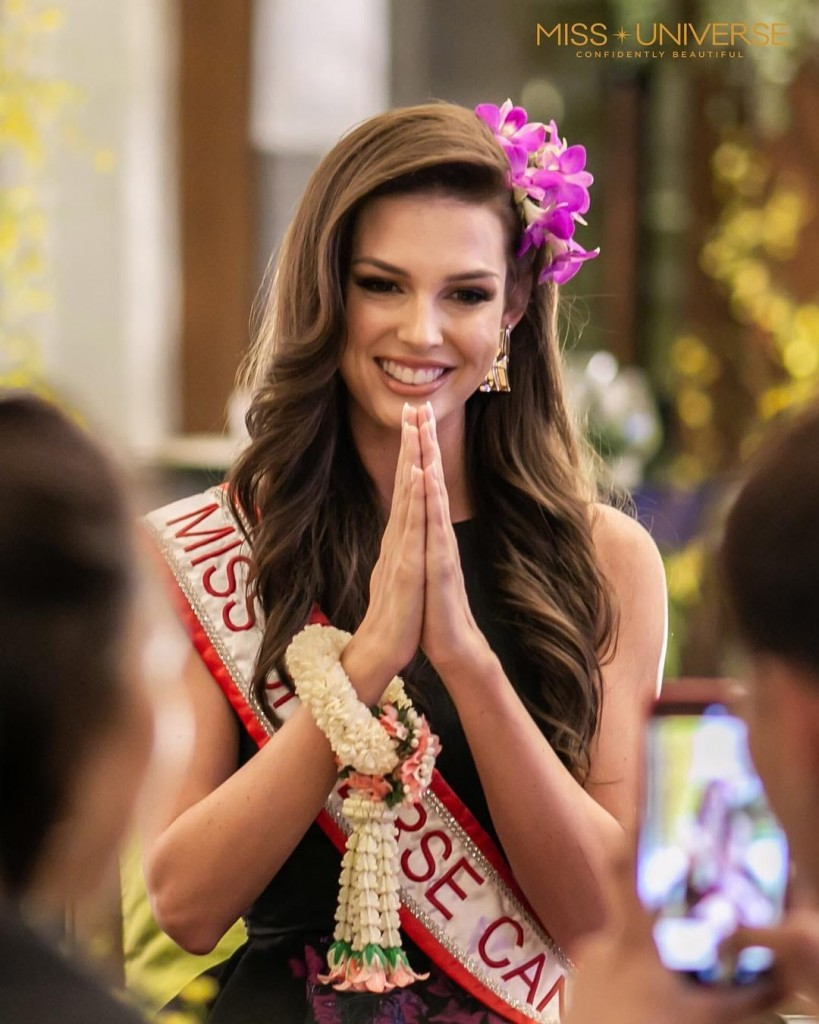 Miss Universe 2018 >> » Marta Magdalena Stepien doing the traditional Thai greeting gesture called 'The Wai'
